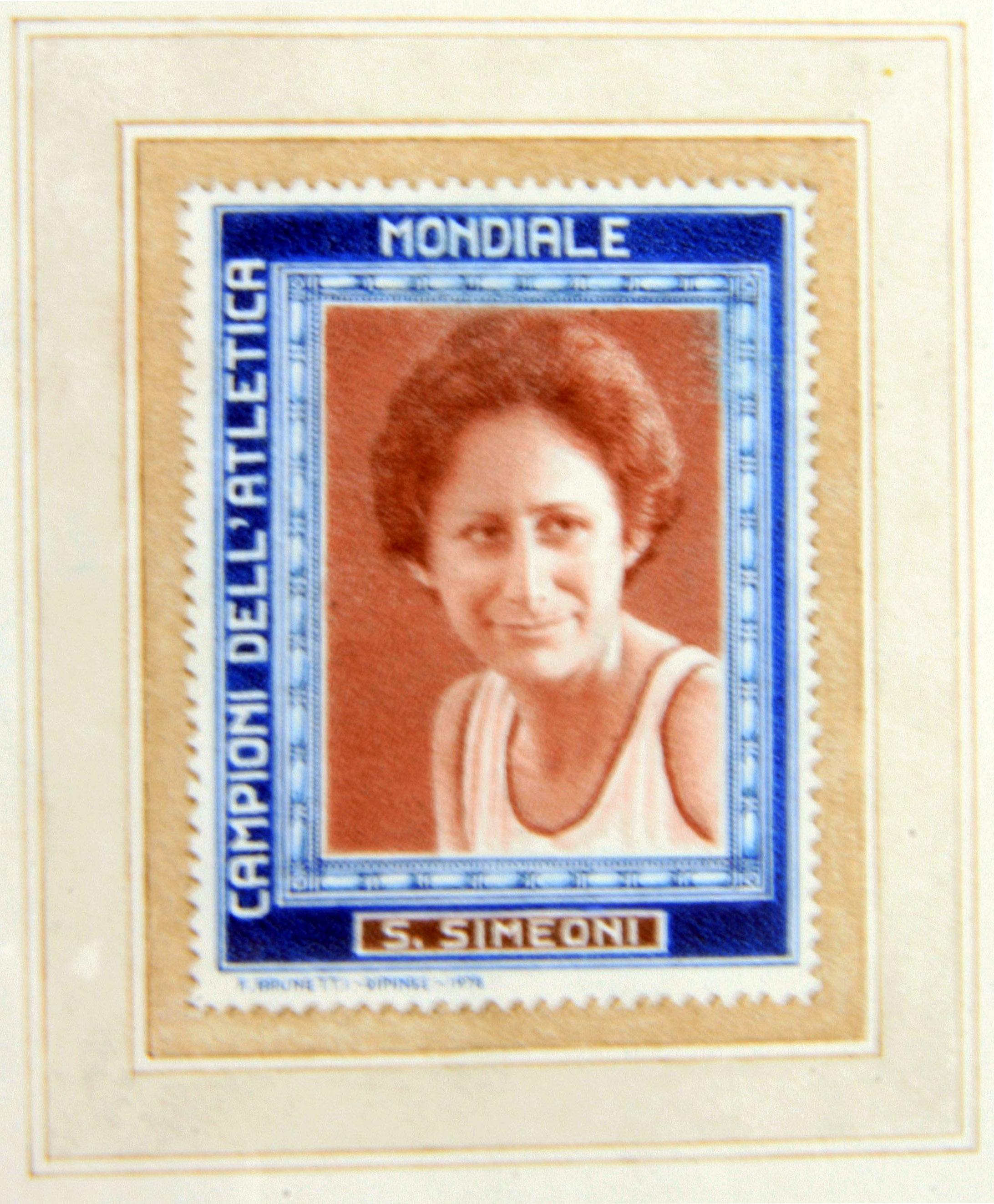 francobollo finto SARA SIMEONI - ritagliato